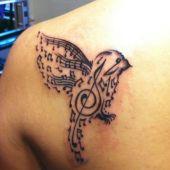 piękny tatuaż muzyczny
