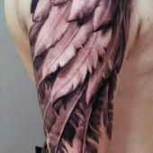 tatuaże męskie skrzydło na ramie