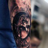 tatuaże 3d realistyczny zegar