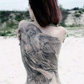 tatuaże damskie anioł na plecach