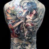 tatuaże męskie geisha na plecach