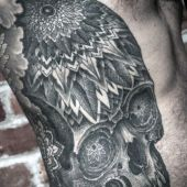men side skull tattoo