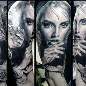 tatuaż kobiety z gołębiem