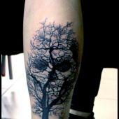 tatuaże czaszki na łydce