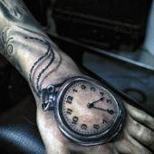 tatuaże na dłoni zegar 3d