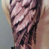 tatuaże skrzydła na ramie