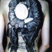 tatuaże na plecach mężczyzna