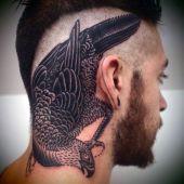 tatuaże na głowie ptak
