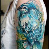 tatuaże damskie ptak na ramieniu
