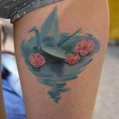 tatuaże damskie origami na udzie