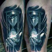 tatuaże 3d klepsydra na dłoni