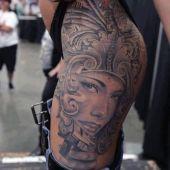 tatuaże damskie na biodrach