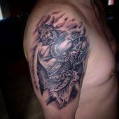 tatuaże męskie na ramie wiking