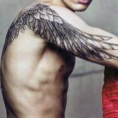 tatuaże męskie skrzydło