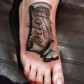 tatuaże damskie na stopie motyl