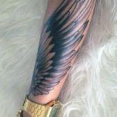 tatuaże 3d na przedramieniu skrzydło