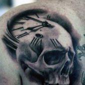 tatuaże męskie 3d czaszka i zegar