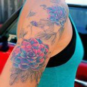 tatuaże damskie piękne kwiaty