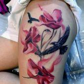 tatuaże damskie na udzie ptaki