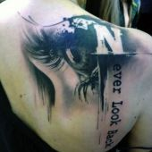 tatuaże damskie oko 3d na plecach