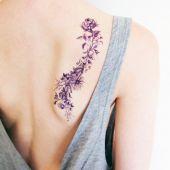 tatuaże damskie kwiaty na łopatce