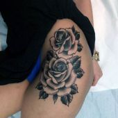 women tattoo roses on thigh