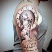 tatuaże męskie klepsydra i zegar 3d