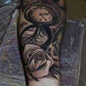 tatuaże 3d róża i zegar