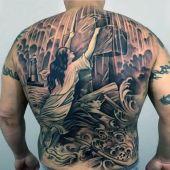 tatuaże religijne krzyż na plecach