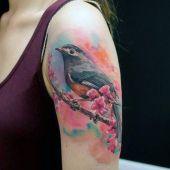 tatuaże 3d kolorowy ptaszek