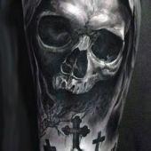 tatuaż czaszka i cmentarz