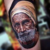 realistyczny tatuaż starca