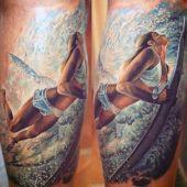 dziewczyna na desce surfingowej