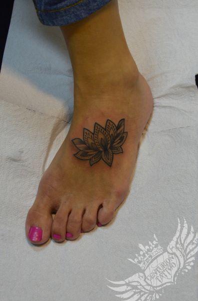 lotos tatuaż
