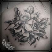 Róża ptak tatuaż