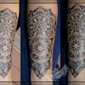 mandala przedramię tatuaż dotwork