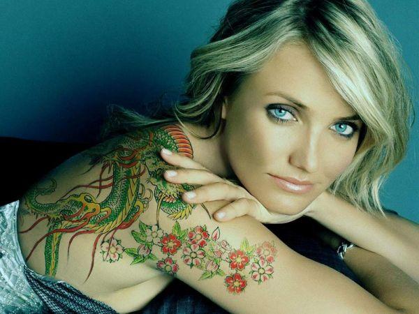 kobiecy tatuaż smoka na plecach