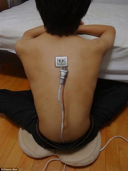 tatuaż 3d gniazdko elektryczne