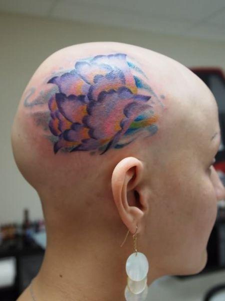 tatuaże na głowie kwiat