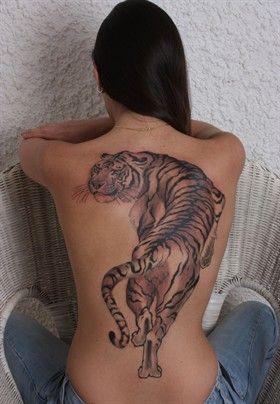 tatuaż tygrys na plecach