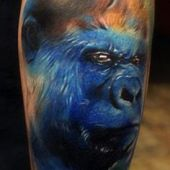 tatuaż niebieskiego goryla