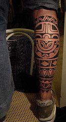 tribal tatuaż na łydce