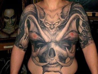 tatuaż demon na piersi