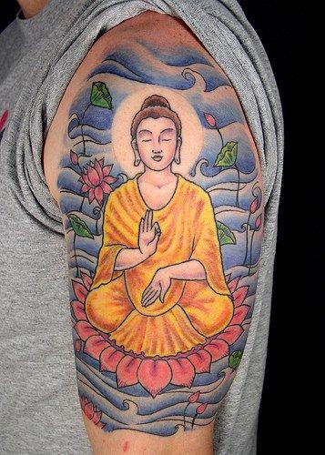 chiński tatuaż na ramieniu