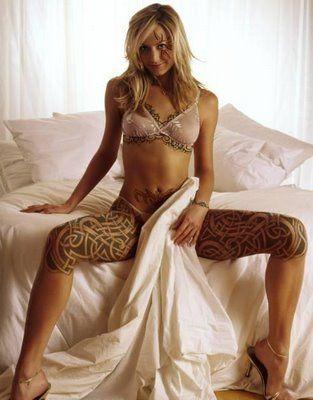 wytatuowane uda kobiece