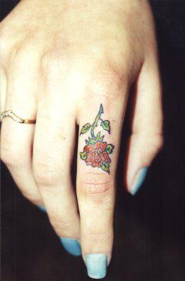 Wzory Tatuaży Kwiatek Na Palcu