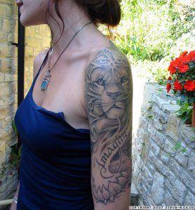 tatuaż lew na ramieniu