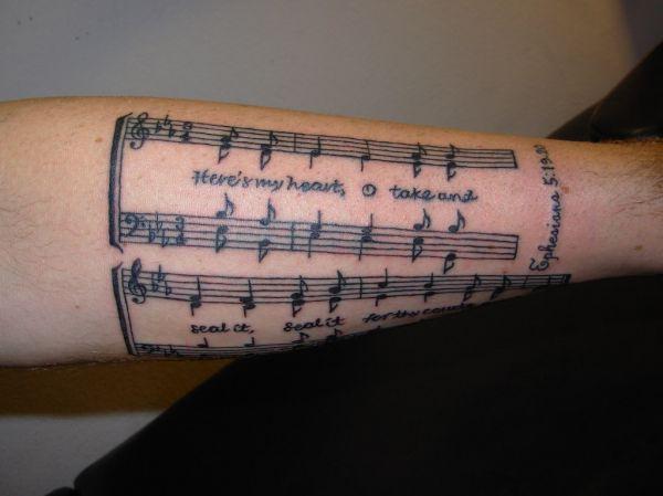 tatuaż muzyczny nuty