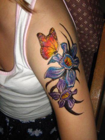 Tatuaże Na Ramieniu Motyl I Kwiaty