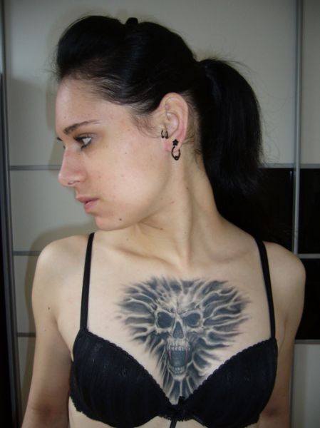 Tatuaże Demony Na Piersi